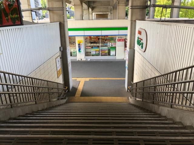 駅階段の写真